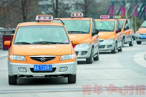 目前,杭州电动出租车,有两款车型,一款是众泰朗悦,一款是海马普力马.
