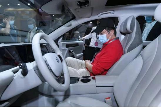 360周鸿祎现身零跑汽车展台 对于两年亏损10亿的这家车企是好事?
