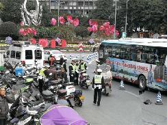 重庆专项整治摩托车电动车违法行为 3天查扣摩托车200余辆