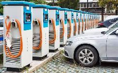 燃油车占用充电车位会被罚?新能源车主:罚得好!