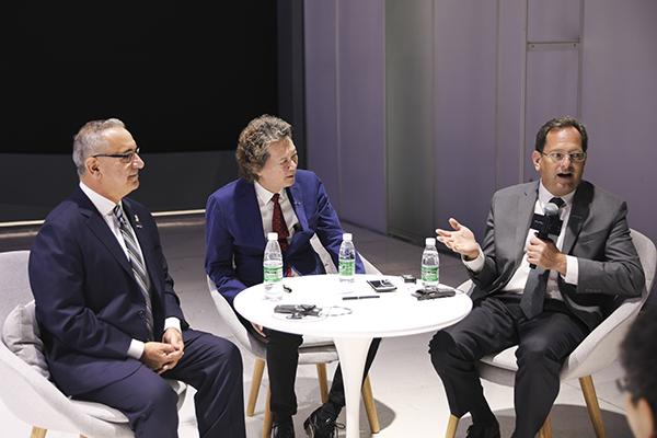 GYON联合创始人Joe Chao、盖发里奥家族创始人George Gaffoglio先生、首席设计师Charles Taylor先生,与现场的媒体朋友交流