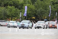 环青海湖(国际)电动汽车挑战赛特技表演:场内技惊四座!场外放电做冰