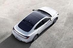 """全球首款量产""""太阳能汽车""""韩国上市,一年多跑1300公里 【图】"""