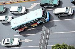 公交车司机天天挨打 只因他们开车无法还手?