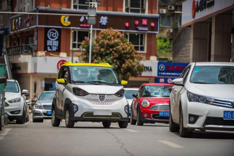 """上市两个月销量夺冠?宝骏新能源背后的""""柳州模式""""和低速车市场"""