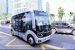 发展无人驾驶巴士 法律法规不能缺位