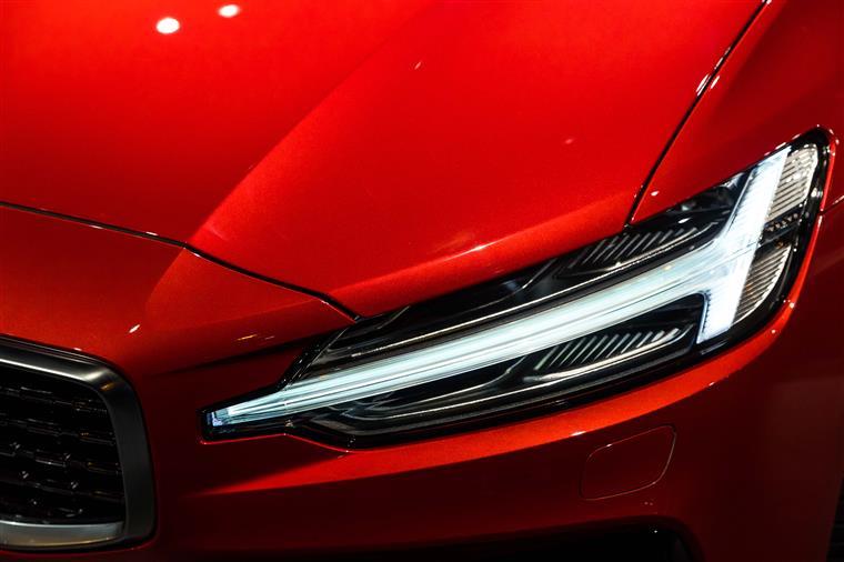 全新沃尔沃S60实拍,标配城市安全系统,清洁驾驶舱功能惊艳!