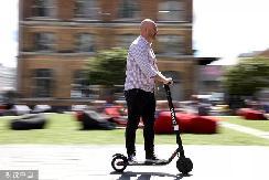 新加坡禁止电动滑板车驶入人行道,其他国家有何规定
