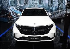 奔驰首款纯电动车型EQC今日上市