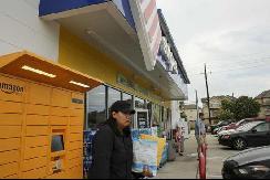 美国电动车越来越多 加油站开始转型快递站了
