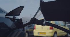 荷兰初创公司推出机器人充电枪 可自动连接电动汽车充电