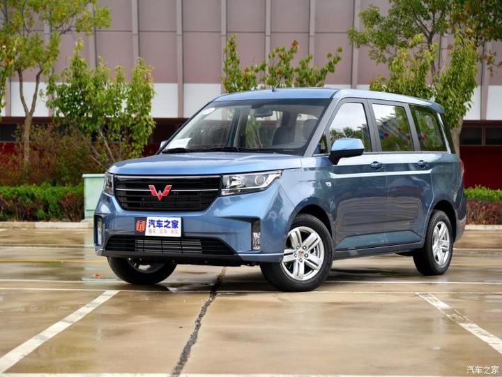 上汽通用五菱 五菱宏光PLUS 2019款 1.5T 手动豪华型 7座