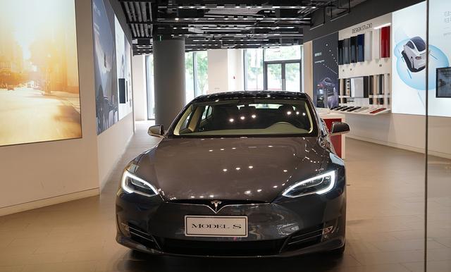 """特斯拉CEO马斯克提醒购车者:油车价格""""将在未来几年暴跌"""""""