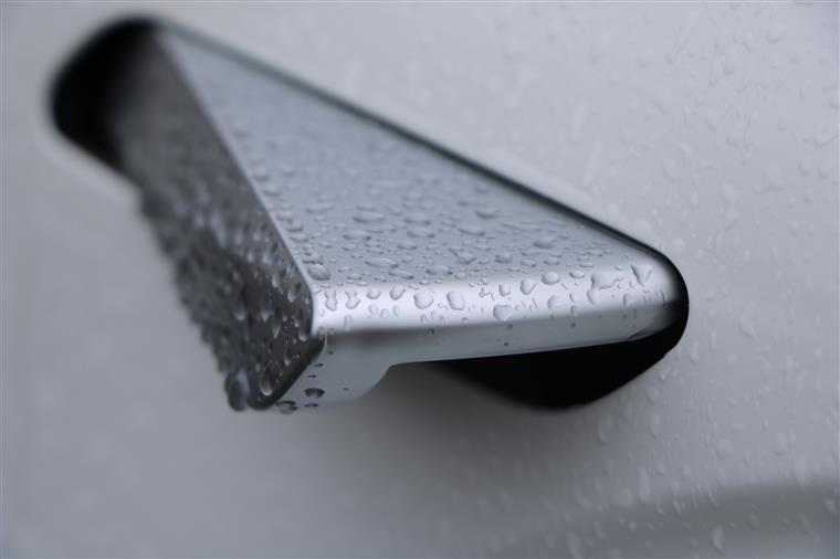 雨中试驾几何A:别被续航遮住眼,这些亮点也动人!