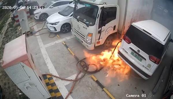 东莞一电动车充电起火报废三车后续:当地所有小桔充电停业整顿