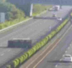特斯拉Model 3 撞向侧翻货车 自动辅助驾驶失灵! 【图】