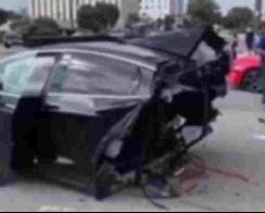 """特斯拉Model X""""身首异处"""" 车身被撞成两半 【图】"""