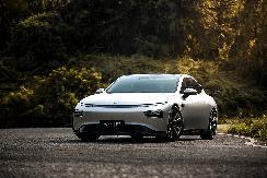 第一万辆小鹏汽车P7下线并交付 进一步巩固市场地位