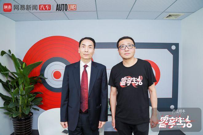 广汽本田汽车有限公司副总经理 袁小华(左)与网易传媒副总编辑 张齐(右)