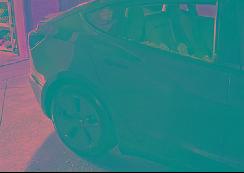 特斯拉Model 3刚交付几分钟后窗玻璃破碎!车主:以为遭到枪击