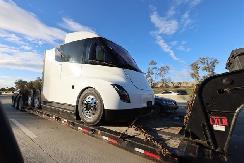特斯拉Semi卡车最新测试谍照曝光即将开始量产