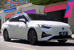 补贴力度大、颜值档次高!这4款十万级的纯电家轿,都是代步首选