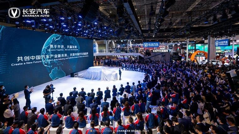 上海车展丨兼具科技美与功能性 长安第二代CS55PLUS发布