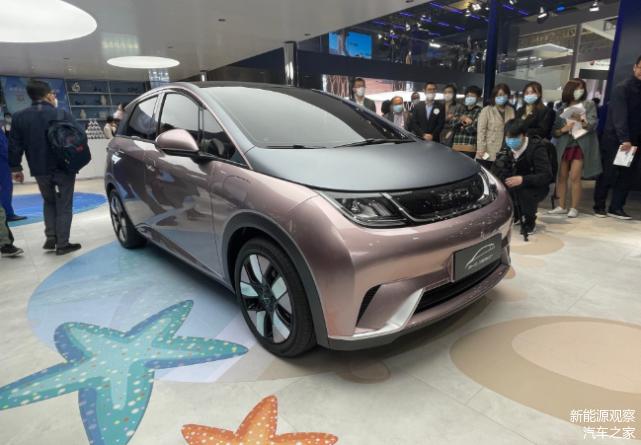 采用全新车标,比亚迪新车EA1亮相上海车展