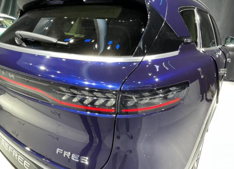 上海车展实拍岚图FREE,中意增程式车型的你不要错过!