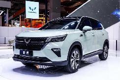 """五菱银标首款战略SUV""""星辰""""上海车展首秀"""