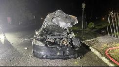 马斯克吹上天的特斯拉新款车发生自燃 车主死里逃生