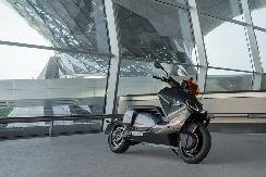 续航130公里,与宝马iX3可共用充电桩,BMW电动摩托 CE 04全球首