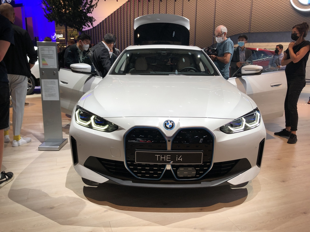 2022年上市/零百加速仅3.9s 宝马i4实车亮相2021慕尼黑车展