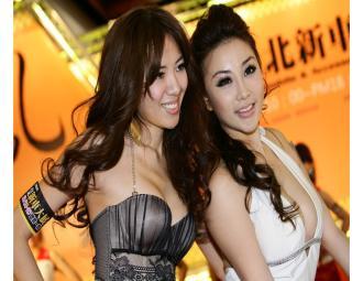 2011台北新车大展_港台波神互拼性感_36F雷凯欣_PK_刘伊心32D (10图)