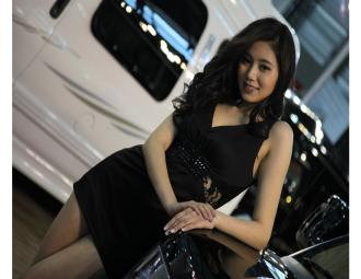 GMC妖娆_发丝凌乱性感诱人_2011上海车模 (9图)